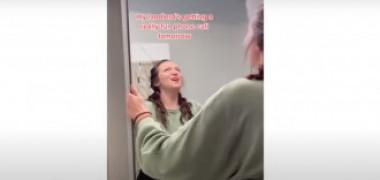 Imagini virale. Descoperirea uimitoare făcută de o tânără în spatele oglinzii din baie: Nu era doar o cameră secretă