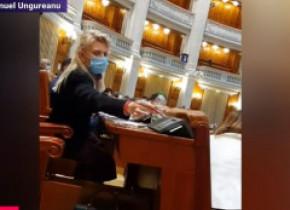 Mai mulți parlamentari de la PSD și AUR au votat amendamentele de la buget în locul colegilor. Cum au motivat aleșii votul dublu