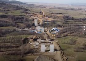 GALERIE FOTO. Imagini din dronă cu autostrada Sibiu-Pitești. Cum arată acum lucrările la cel mai mare viaduct
