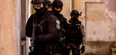 Polițiști din Capitală acuzați de tortură și lipsire de libertate. Una din victime le-ar fi atras atenția că nu purtau mască pe stradă