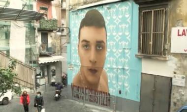 Polemici și tensiuni în Napoli, capitala Camorrei. Se cuvine ca tinerii uciși de poliție să aibă picturi murale?