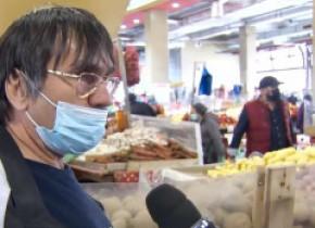"""Explicații în piață pentru masca purtată sub nas: """"Mie nu-mi e teamă. Nu cred în el, dar din obligativitatea legii, port"""""""