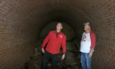 Un bărbat a găsit un tunel uriaș sub casa lui. După descoperire, misterul s-a adâncit și mai mult