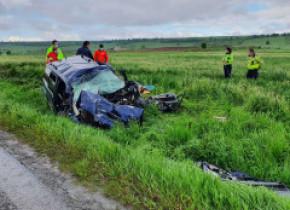 Grav accident de circulație în Brașov. 4 oameni au murit după ce mașina în care se aflau a intrat într-un TIR