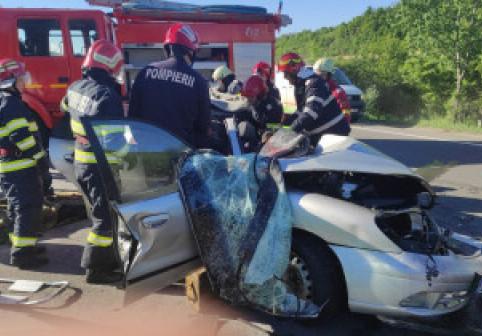 5 oameni au murit în această dimineață pe DN1, într-un accident violent. Primele imagini de la fața locului