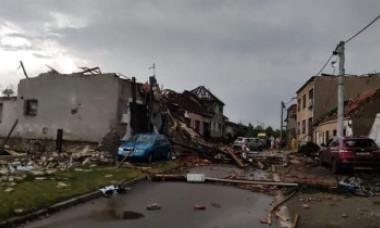 VIDEO Imagini șocante: Tornadă devastatoare în Cehia, soldată cu mai mulți morți și 150 de răniți