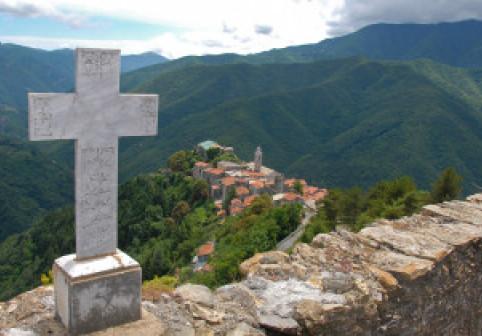 De ce a interzis biserica timp de 66 de ani înmormântarea unei fetițe de doar 13 ani. Povestea Luciei