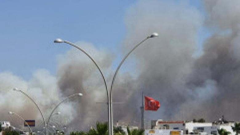 Turiști panicați, hoteluri evacuate în Bodrum. Stațiunea este amenințată de un incendiu