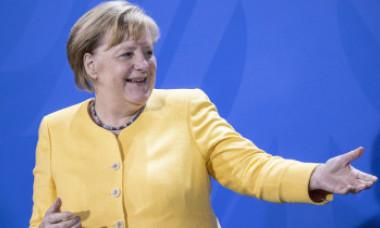 FOTO. Mesajul din spatele costumului de cancelar. Singurul moment în care Angela Merkel a înlocuit sacoul pătrățos cu un decolteu adânc