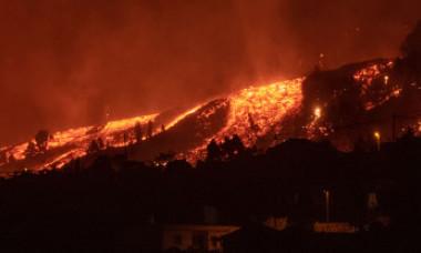 FOTO: Erupția vulcanului din Canare: râuri de lavă înalte de 15 metri au acoperit casele