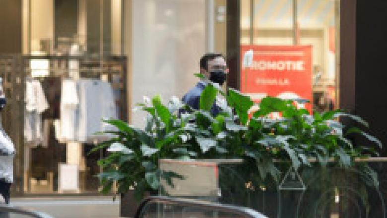 Haos cu restricțiile. CNSU a adoptat o nouă hotărâre. Certificatul verde, cerut și la mall. Noi excepții pentru intrarea în instituții