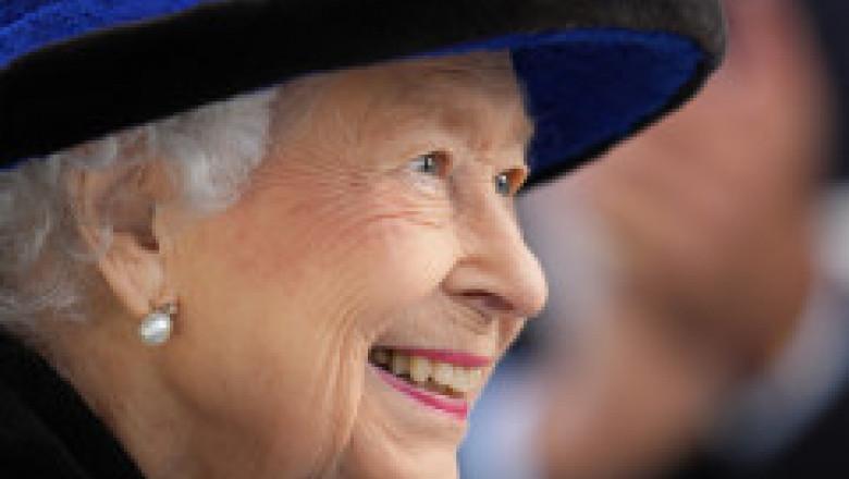 """Regina este """"epuizată"""" și a ajuns la spital din cauza programului încărcat și faptului că """"se uită la televizor până noaptea târziu"""""""