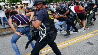 Gest impresionant în SUA, după protestele violente. Ce se întâmplă cu persoanele arestate în ultimele zile