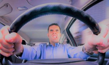Cinci greșeli pe care le fac aproape toți șoferii. Îți distrugi ușor și sigur mașina așa