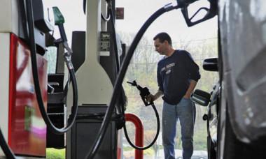 Atenție, șoferi! Metoda prin care sunteți furați în benzinării. Ce fac angajații