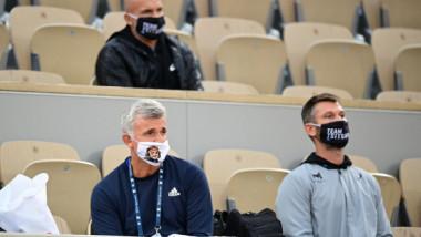 Val de reacţii pe reţelele sociale, după apariţia lui Apostolos Tsitsipas. Ce mască a purtat la Roland Garros
