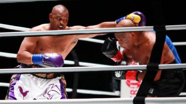 Imagini memorabile cu Mike Tyson în ring, la 54 de ani! Final surprinzător în lupta cu Roy Jones Jr