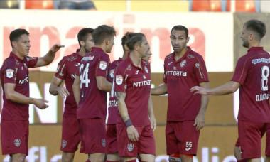 """Lovitură de teatru: CFR vrea să """"fure"""" antrenorul unei rivale din Liga 1! Negocieri-fulger înainte de meciul cu ȚSKA"""