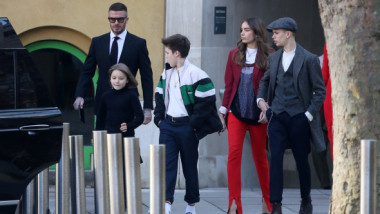 """""""Copil răsfățat, de bani gata!"""" Fiul lui David Beckham cere 124.000 de euro pe un hanorac uzat, deși trăiește în lux"""