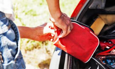 Trebuie să ai urgent așa ceva în mașină: îți poate salva viața și costă extrem de puțin