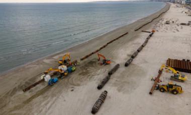 Epavă antică, pe o plajă din Mamaia: descoperirea fascinantă, făcută din greșeală