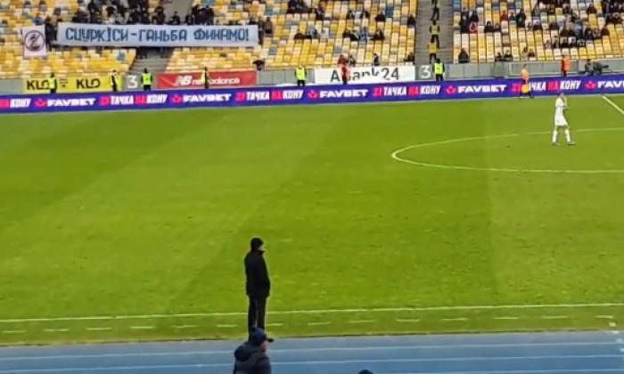 Momente de neimaginat cu Lucescu pe stadion! Ultrasii s-au pus fix in fata lui la meci! Ce a putut sa le faca romanul