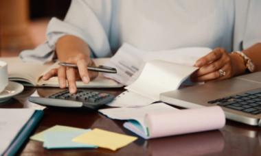 Noi impozite pe veniturile românilor. Legea a fost adoptată și acestea sunt condițiile