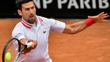 """Djokovic l-a făcut pe arbitru să întrerupă meciul său de la Roma: """"Cât mai vrei să jucăm? Te-am întrebat de 3 ori!"""""""