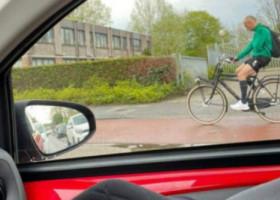 Transferurile sale au costat 82,5 milionane de euro, iar el a avut salarii de milioane, însă merge cu bicicleta