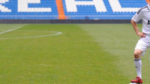 Unde a ajuns să joace Klaas-Jan Huntelaar! Președintele clubului îi este coechipier, la 63 de ani