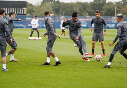 """Ce s-a întâmplat la vestiare după ce Mbappe l-a numit """"vagabond"""" pe Neymar și primele imagini surprinse cu cei doi"""