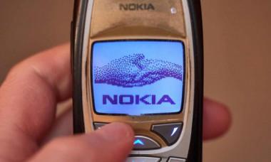 Nokia relansează celebrul telefon 'cărămidă' 6310. Cât costă și cât de bun este