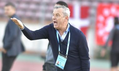 Scandal la Dinamo! Mircea Rednic, la un pas de bătaie cu un jucător în vestiar. Cum s-a întâmplat totul
