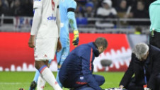 Emoţii cu Kylian Mbappe. Atacantul francez a fost scos cu targa de pe stadion
