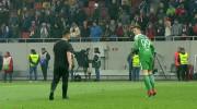 Un fan al lui Dinamo a pătruns pe teren şi s-a îndreptat ameninţător spre portarul FCSB. Ce s-a întâmplat