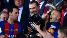 """""""Te iubim, Iniesta. Rămâi!"""" Cum încearcă toată suflarea Barcelonei să-l convingă pe căpitan să rămână la echipă"""