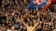 Teroare în Croaţia. Jucători bătuţi de proprii fani după ce Hajduk Split a pierdut derby-ul cu Dinamo