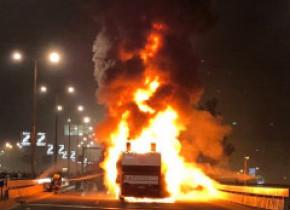 Autocarul cu jucătorii care se pregăteau să sărbătorească titlul a luat foc înaintea paradei!