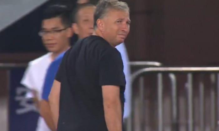 I-a venit să plângă! Petrescu, distrus după prima înfrângere în China! Ce a făcut pe bancă