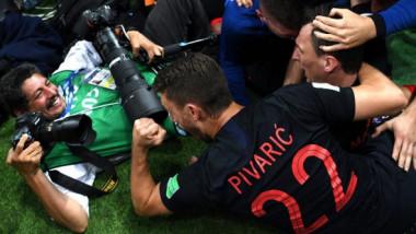 Un nou gest impresionant al croaţilor! Surpriza uriaşă avută de fotograful pus la pământ la CM