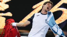 """A """"turbat"""" în finalul meciului cu Nishikori. La conferinţa de presă, a început să plângă. Cum i s-ar fi furat victoria"""