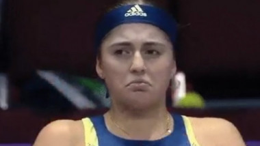 Ostapenko a început să plângă pe teren şi nu a mai câştigat vreun game, la Dubai. Momentul în care a clacat