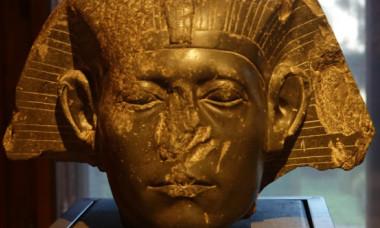 De ce atât de multe statui egiptene au nasul rupt?