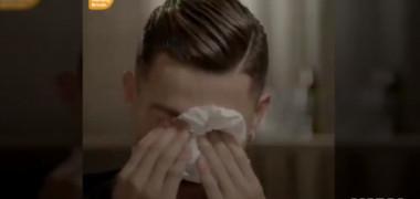 Impresionant! Cristiano Ronaldo a izbucnit în plâns când a văzut imagini nepublicate cu tatăl său alcoolic. VIDEO