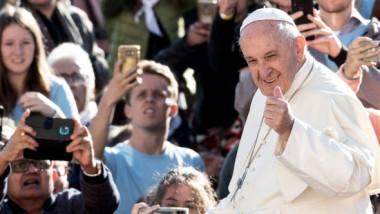 Gafa făcută de administratorii contului de Twitter al Papei Francisc. Postarea a provocat mii de glume
