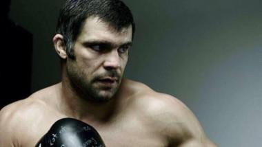 Daniel Ghiţă a fost bătut! Arbitrul a fost nevoit să oprească lupta după două reprize!