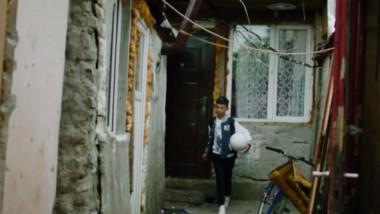 Străinii s-au dus în Ferentari. Reportaj cu doi copii de etnie rromă: în ce condiții trăiesc. Imagini impresionante, pe site-ul UEFA