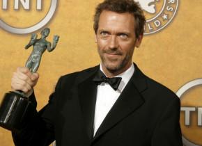 Doctor House, la 60 de ani. Cum arată Hugh Laurie în noul său serial