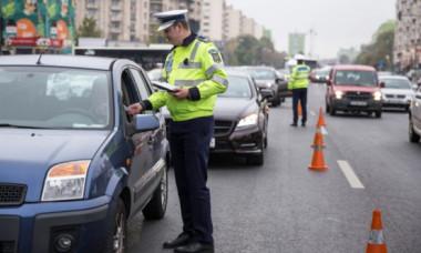 Cod Rutier: Când se poate reține certificatul de înmatriculare al mașinii. Șoferii sunt obligați să se supună acestor reguli