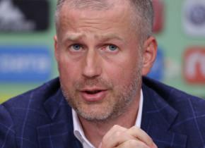 """""""Mi s-ar părea o decizie nefirească""""! Edi Iordănescu despre """"îngheţarea"""" campionatului şi tăierile de salarii"""